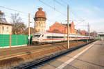 rathenow/530672/ic-1075-von-berlin-suedkreuz-nach IC 1075 von Berlin Südkreuz nach Frankfurt(Main)Hbf in Rathenow und geschoben hatte die 101 124-6. 04.12.2016